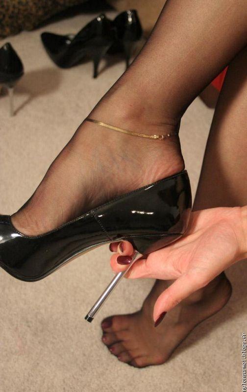 фото у ног госпожи